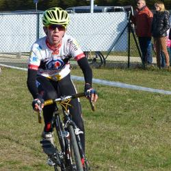 Le 04/12/2016  dimanche à Saint-Jean-d'Angély (Charente-Maritime), le Championnat du Poitou-Charentes de cyclo-cross a été remporté par Yoann Paillot (CO Couronnais) .