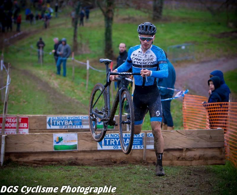 Le 09/12/2018  cyclo-cross de Montbron Eymouthiers (16)    Victoire de David Menut  .  ici Photos Dennis Sackett