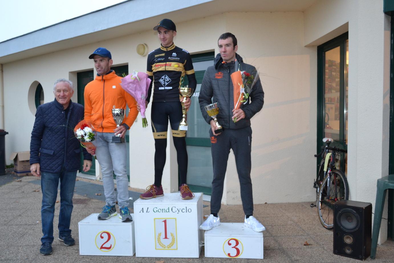 Le 17/11/2018  Cyclo-cross de Gond-Pontouvre (16)  Victoire deTom Mainguenaud (Angoulême VC)