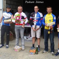 """Le 18/09/16  ARVERT(17) """"Boucles de la Seudre"""" --   Victoire de Philippe Nadon (AC4B) en 3 ème ,monte en 2 ème cat   --    3 ème Jean-Christophe Nadon (AC4B) en 2 ème cat  et   8 ème Quentin Marcadier (AC4B) en 2 ème cat."""