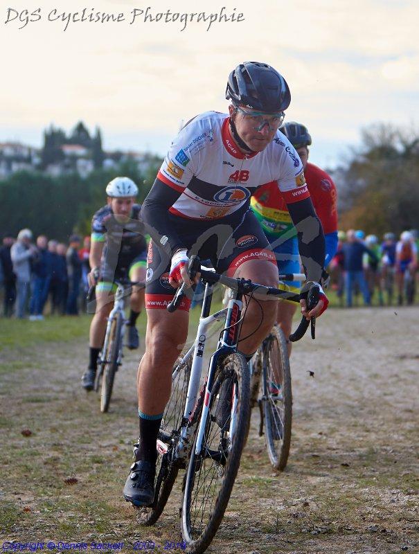 Le 10/11/2019    LA COURONNE (16) Cyclo cross   Tom Mainguenaud ( Angoulême VC ) a remporté ce dimanche le cyclo-cross de La Couronne ( 16 )   11 ème Alexandrte debeau (AC4B)