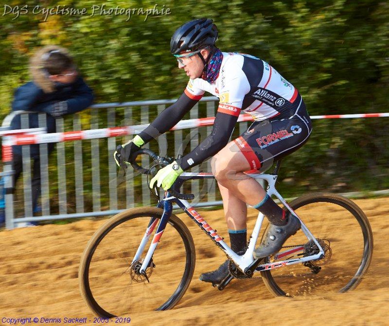 Le 17/11/2019  Fabien Potet vainqueur du cyclo-cross de Saint Fraigne (16) ,   16 ème Alexandre Debeau (AC4B)