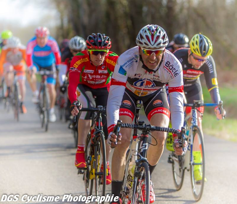Le 02/03/19    POUILLAC  (17)   Jean-Philippe  Faure (AC4B) peloton ,  ici Photos Dennis Sackett .