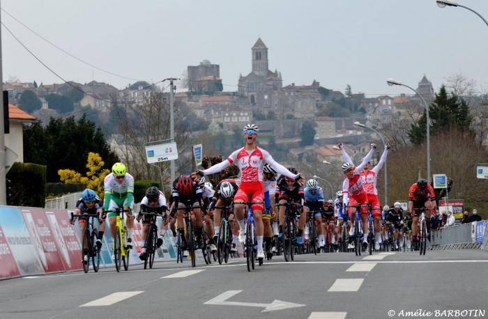 Vienne Classic    Théo Menant (Vendée U) a remporté au sprint massif ...