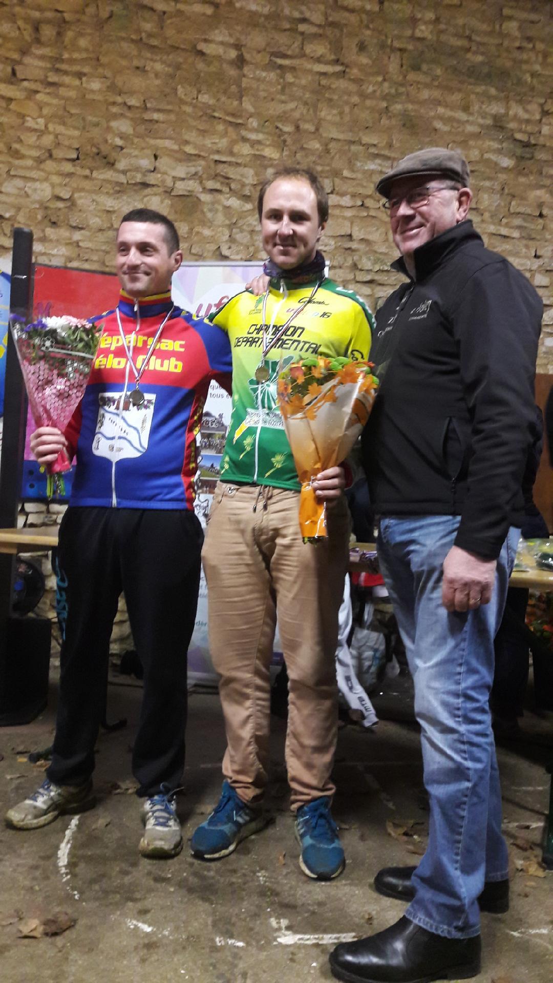 Le 15/12/2019   Brux (86)  Cyclo cross.   Alexandre Debeau (AC4B) Champion Départemental  charente.